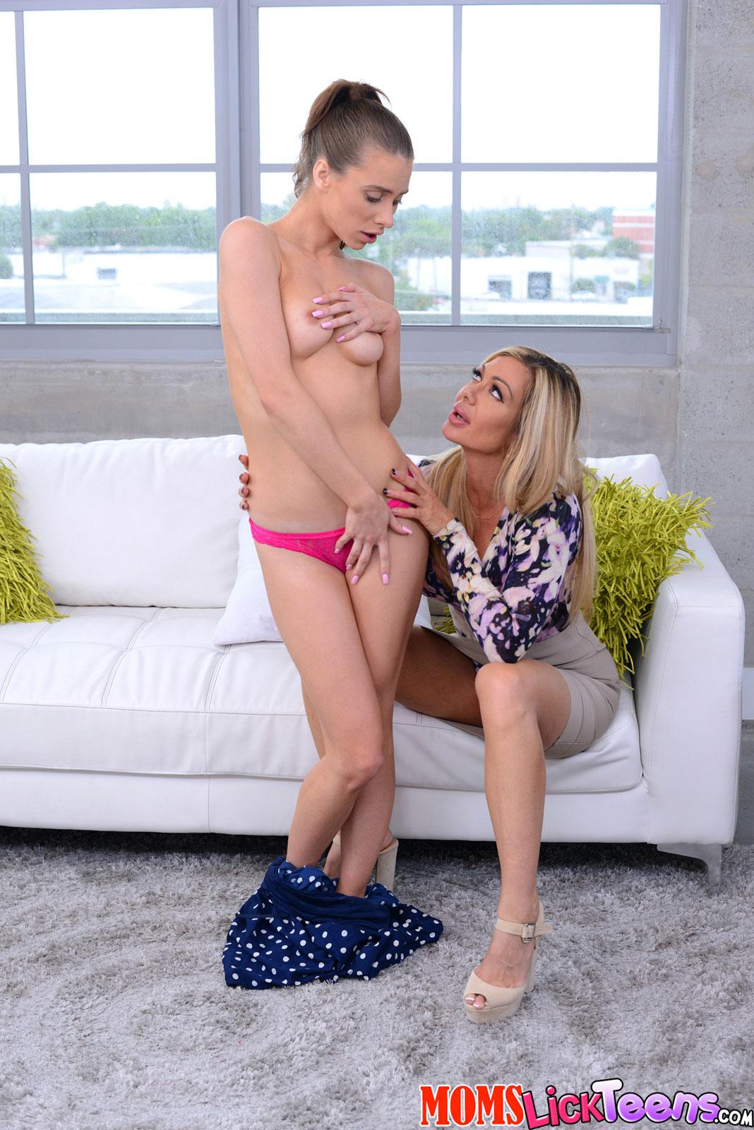 Sara Luvv Lesbian Threesome