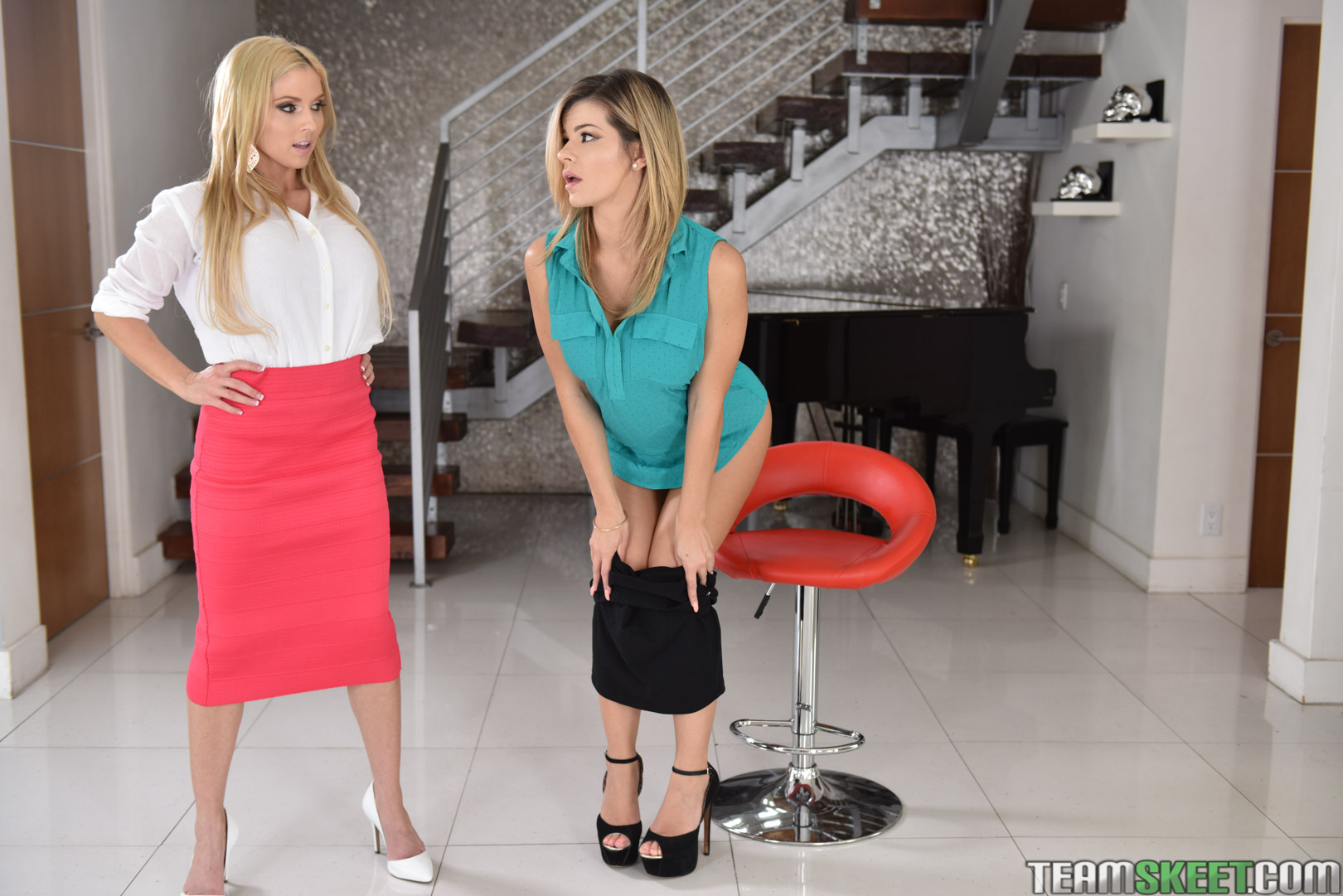 Astonishing busty wives Christie Stevens and Mary Jean sharing a cock № 686220  скачать