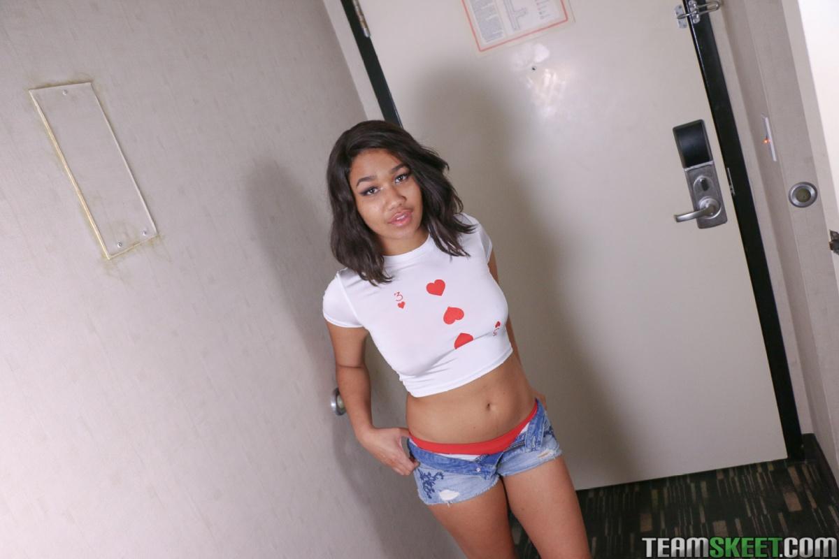Loni White Teens Black 19